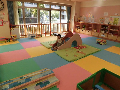 子育て支援センター「くすくすひろっぱ」(東部健康福祉センター内1階)