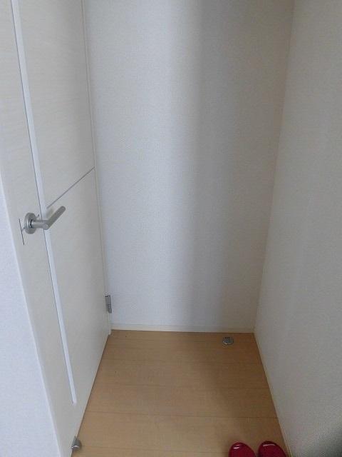 玄関入ってリビングとの間に扉があります