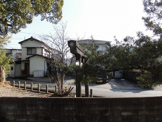王子神社の鳥居が見えます