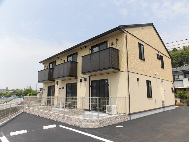 高知市大津乙、まだまだ築浅のアパート♪2階建て2階角部屋の1LDK♪