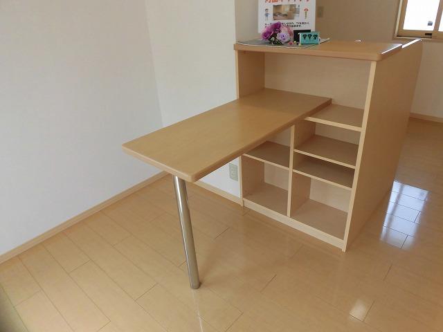 キッチンにカウンターテーブルあります