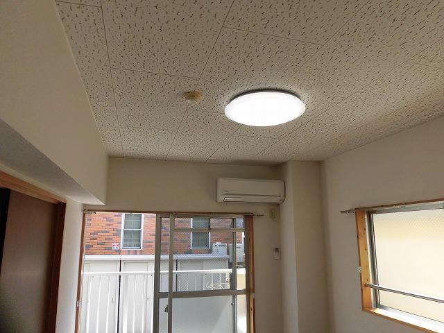 エアコンは2台、照明が全部屋付