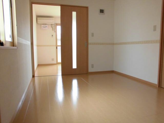 2階6帖の洋室(洋室西側窓ありません)