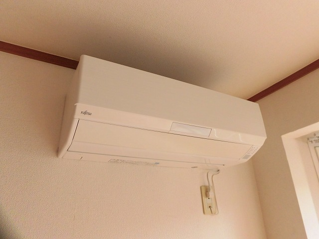 7.5帖の洋室にあるエアコン