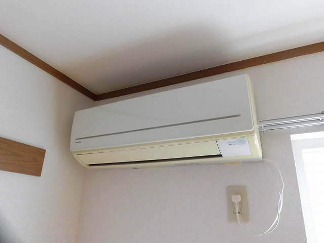 6帖の洋室にあるエアコン