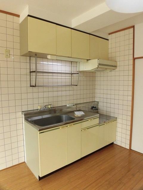 キッチンは壁付けです。
