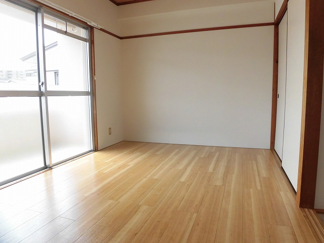6帖洋室(バルコニー側)