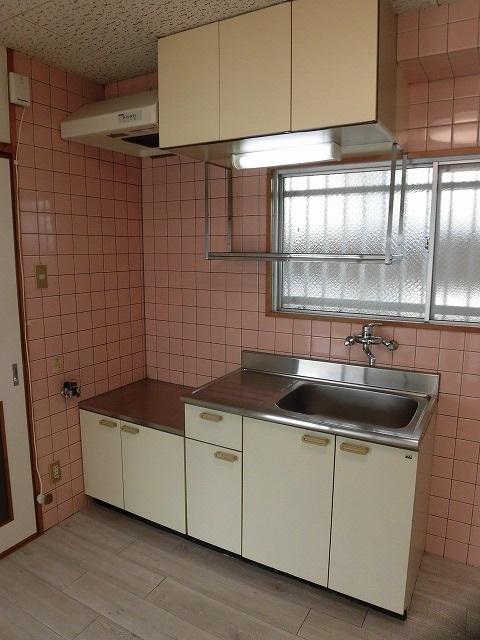 キッチンは壁付けタイプ