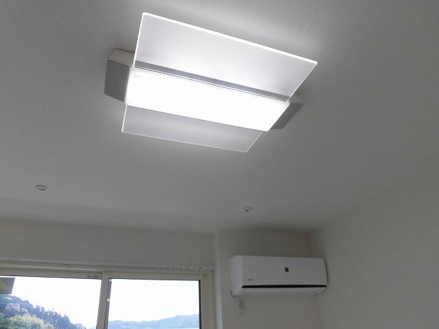 リビング照明・エアコン・(室内物干しもあります)